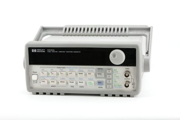 HP 33120A FUNCTION GENERATOR.  DC - 15MHz.